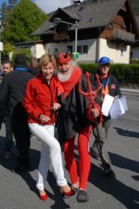 Lydia Ninz tanzt in Kärnten mit Tour-Teufel Didi Senft