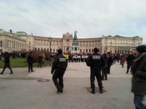 Je suis Polizei am Heldenplatz Wien