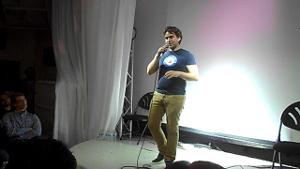 Toby auf der Bühne beim PItch