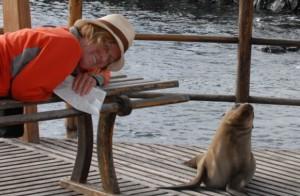 Galapagos: Lydia Ninz Auge im Auge mit Seelöwen